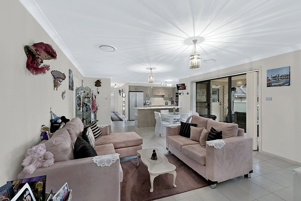 Hamlyn Terrace Real Estate: ENTERTAINERS DREAM