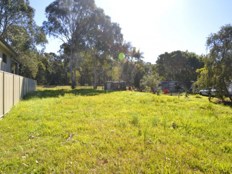Chittaway Point Real Estate: VACANT LEVEL LAND