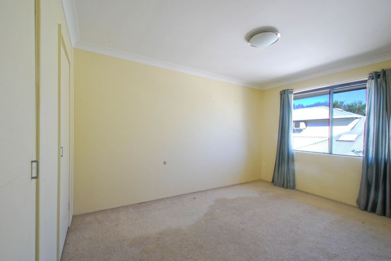 East Gosford Real Estate: HELP -  I NEED SOMEBODY