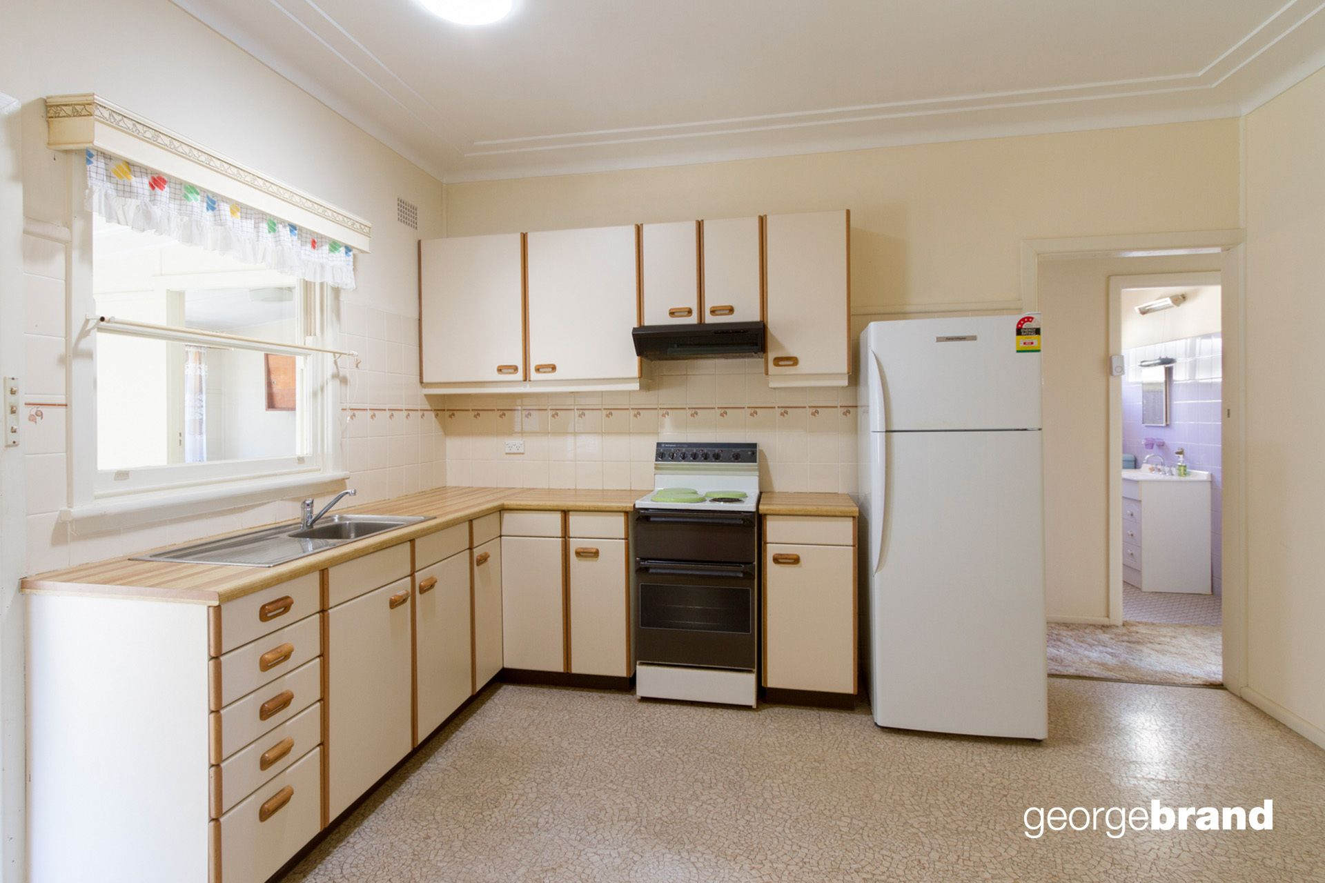 Umina Beach Real Estate: SOLID BRICK HOME WITH POTENTIAL