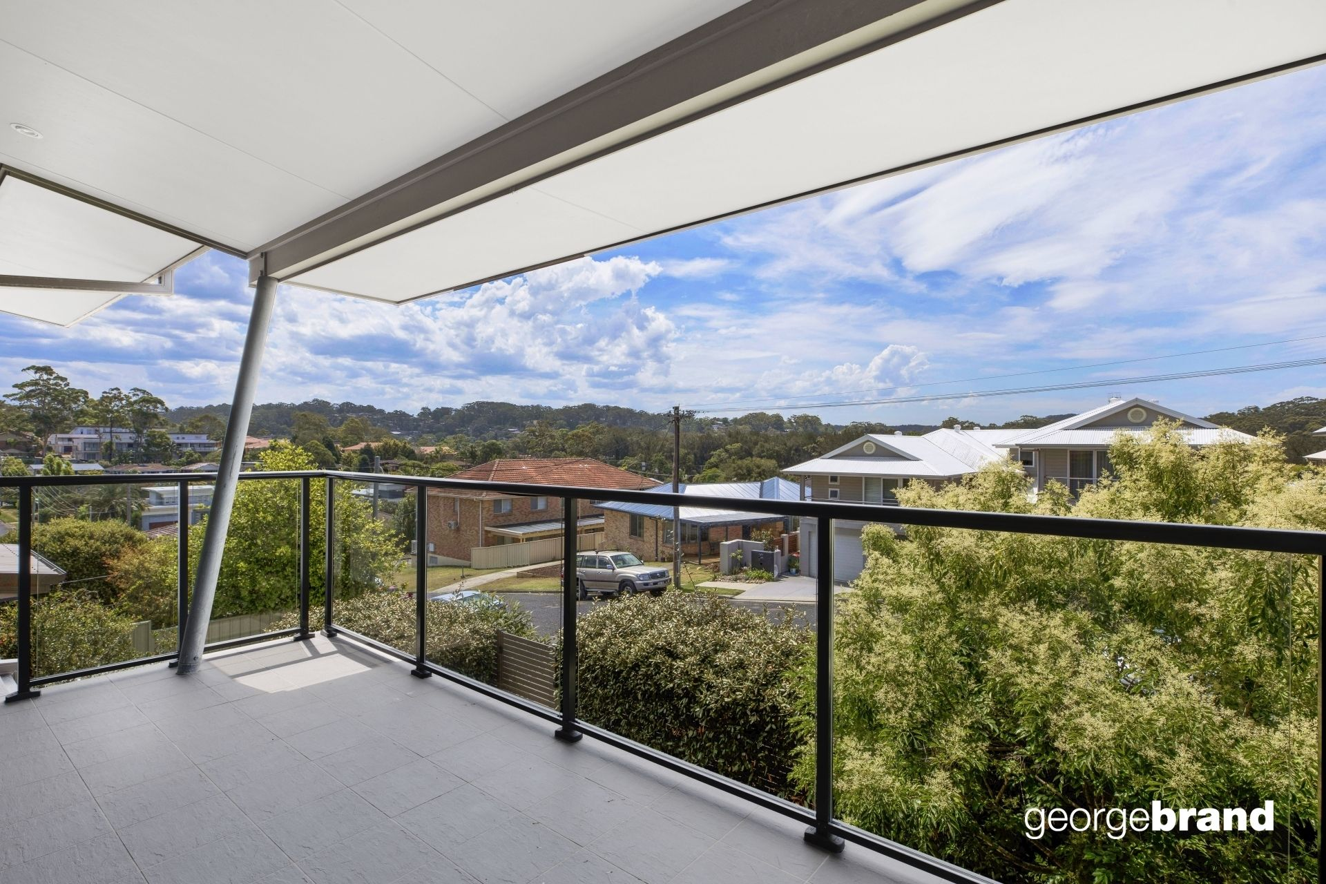 Terrigal Real Estate: MODERN TOWNHOUSE WITH COURTYARD