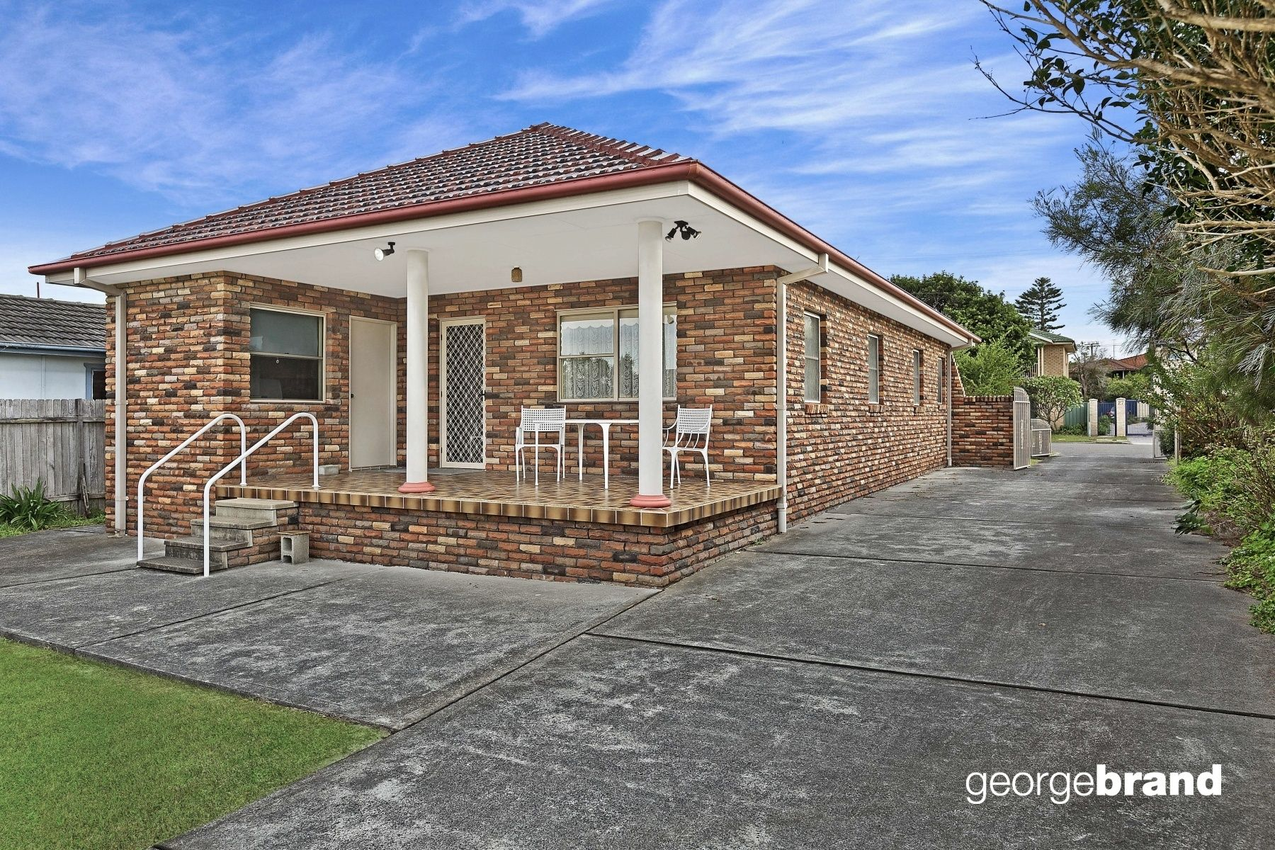 The Entrance Real Estate: HOME + GRANNY FLAT 300m TO BEACH