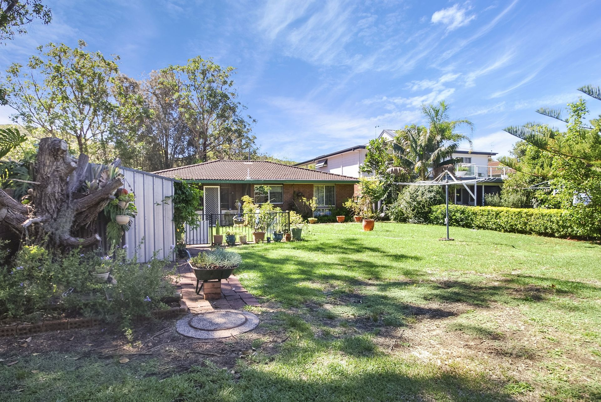 Kincumber Real Estate: Waterfront 3 Bedroom, 2 Bathroom with Teenage Retreat