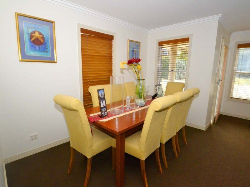 Erina House: CENTRALLY LOCATED FAMILY HOME & POOL Contact ... on Outdoor Living Erina id=20051