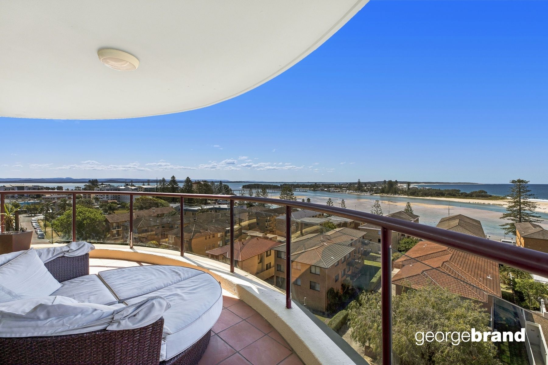 The Entrance Real Estate: FRESH COASTAL APARTMENT WITH PANORAMIC VIEWS