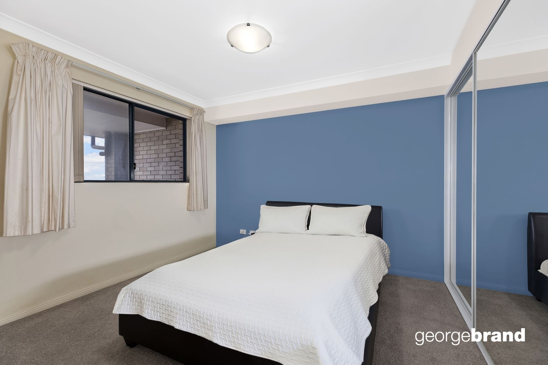 The Entrance North Real Estate: One Bedroom Apartment Metres to The Entrance North Beach