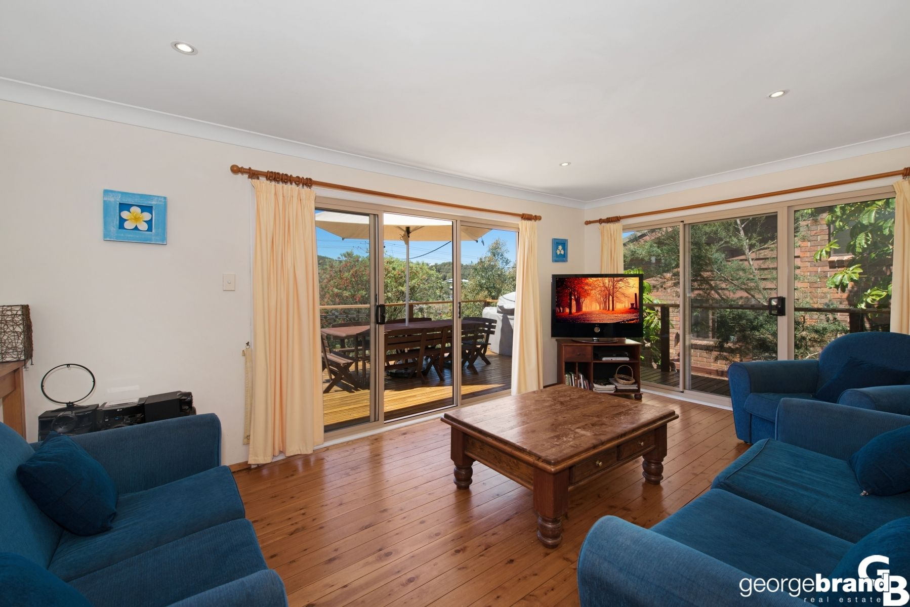 Copacabana Real Estate: Ideal Family Home with Separate Accommodation