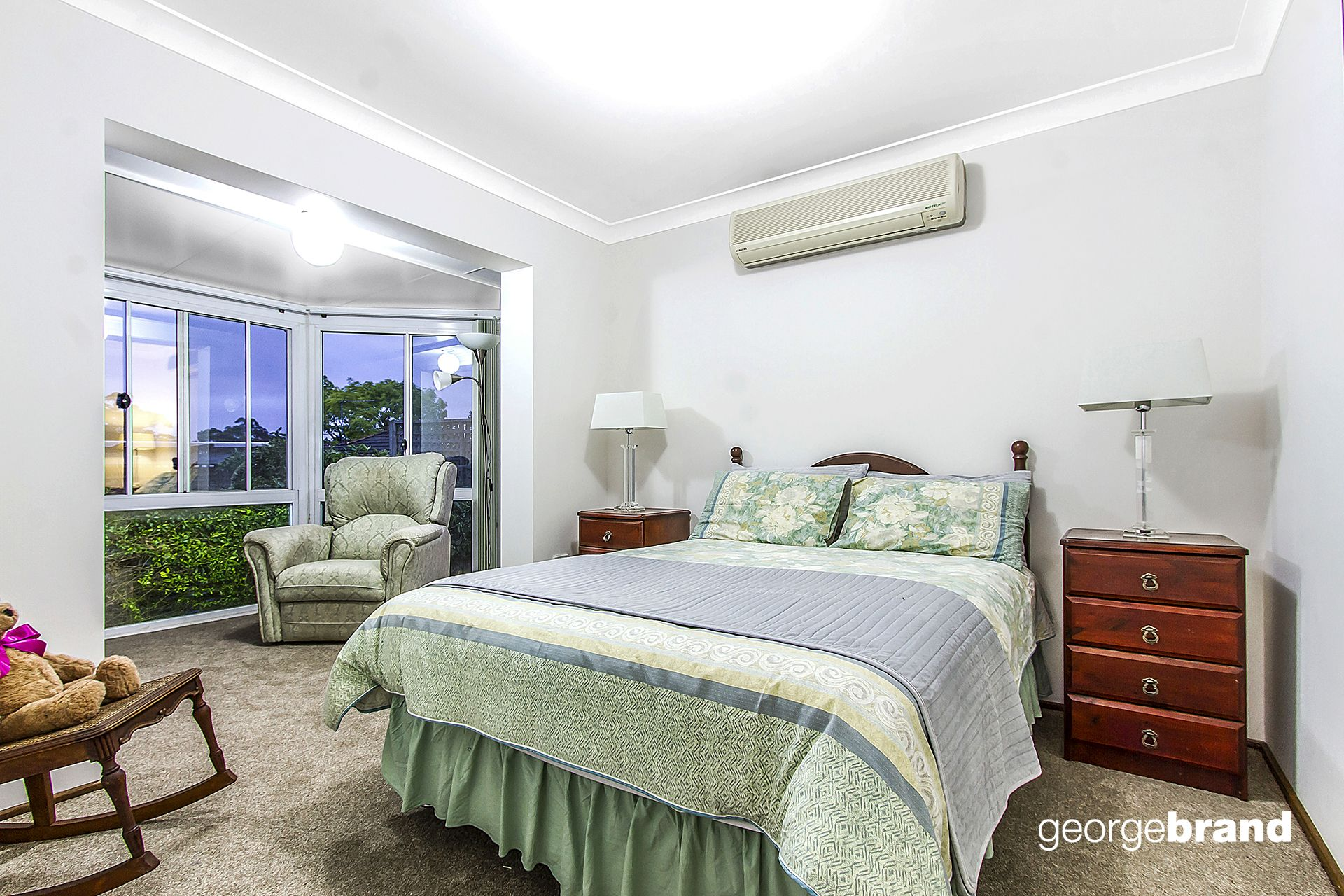 Kariong Real Estate: 5 BEDROOMS PLUS STUDY!