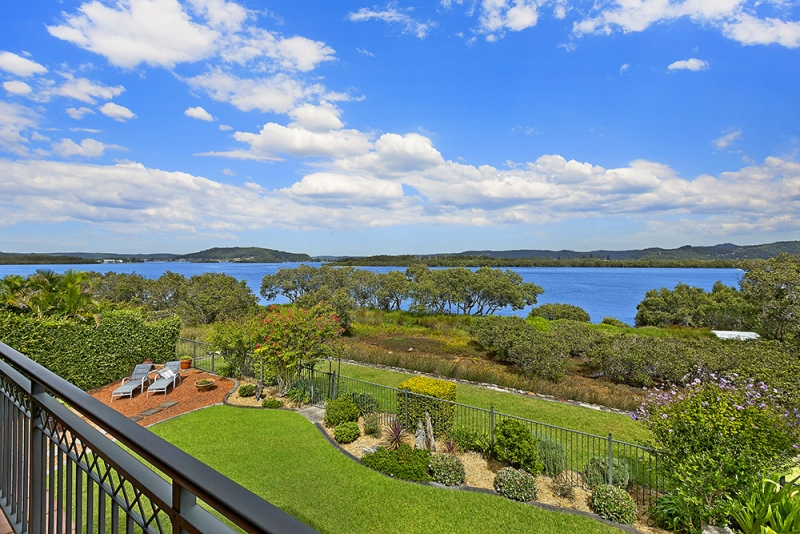 Saratoga Real Estate: WATERFRONT FAMILY LIVING
