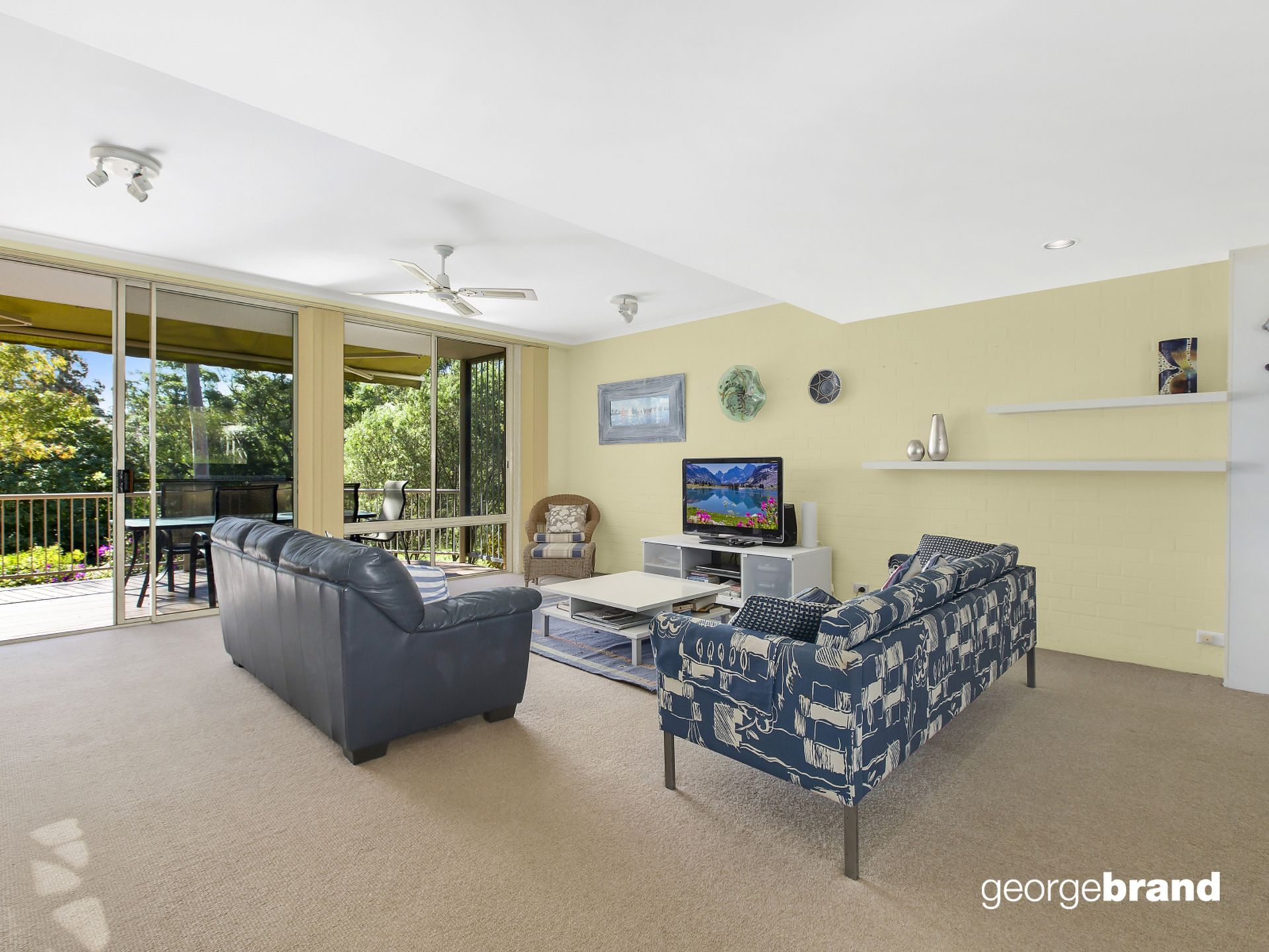 Avoca Beach Real Estate: SIT BACK & RELAX